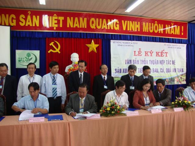 Hội nghị ký kết thoả thuận hợp tác về sản xuất và tiêu thụ rau, quả an toàn giữa Tp. Hồ Chí Minh và tỉnh Lâm Đồng