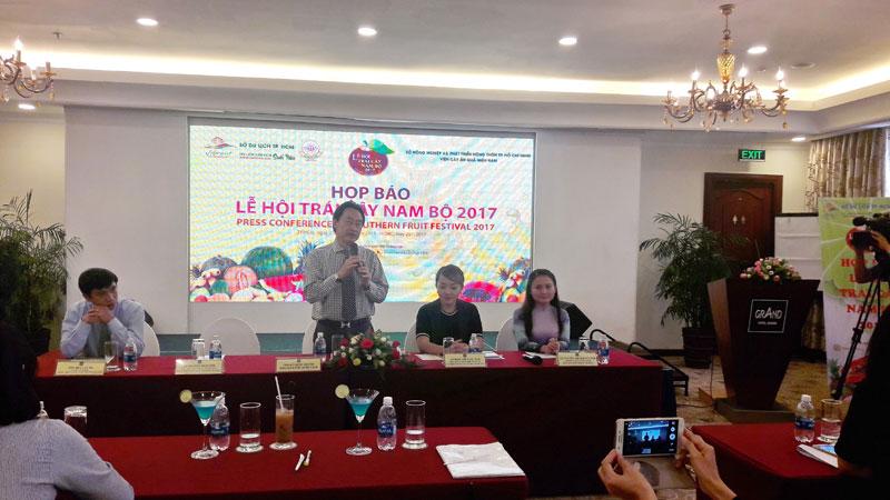Ông Lã Quốc Khánh – Phó Giám đốc Sở Du lịch phát biểu tại họp báo