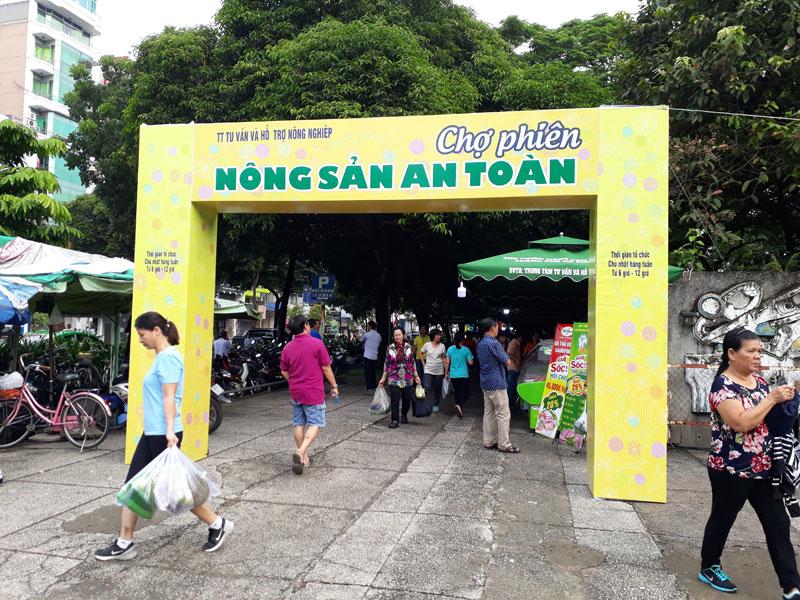 Chợ phiên Nông sản An toàn tại công viên Lê Văn Tám