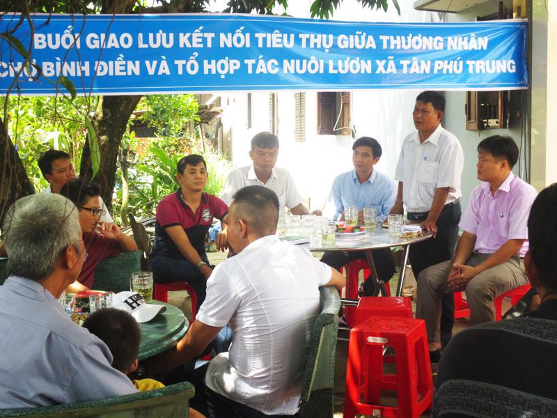 Kết nối giao thương giữa tiểu thương chợ Bình Điền và Tổ hợp tác nuôi lươn xã Tân Phú Trung, huyện Củ Chi