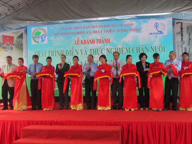 TP.HCM: Khánh thành Trại trình diễn và thực nghiệm chăn nuôi bò sữa công nghệ cao